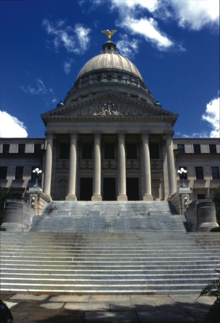 A Front View Of The Mississippi State Capitol In Jackson Ms Ms Facts History 976 2
