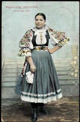 Magyarországi népviseletek. Nyitra megyei leány | Képeslapok | Hungaricana