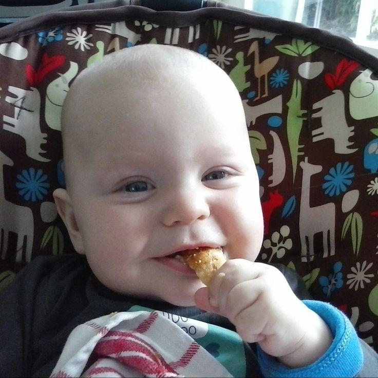 Toen Jim 7 maanden was begon je al een beetje te zien wat voor een goede eter hij zou worden. #archief Jim's dagmenu - 7 maanden oud http://alweereennieuwemoederblog.nl/jims-dagmenu-7-maanden-oud/