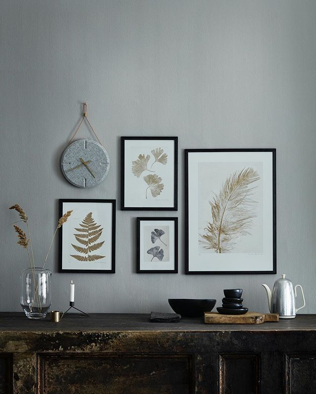 GOLDEN DAYS. Ginkgo, fern or feather.... add a golden touch to your wall with a limited edition print. Wallclock from @lovewood.dk wallpainting from @kalklitir vase from @ceciliemoisindum #goldendays #goldprint #fernprint #ginkgo #ginkgobiloba #featherprint #plantlove #featherlove #plantsonthewall #nordicnature #danishdesign #nordicliving #lovewood #kalklitir #ceciliemoisindum #pernillefolcarelli