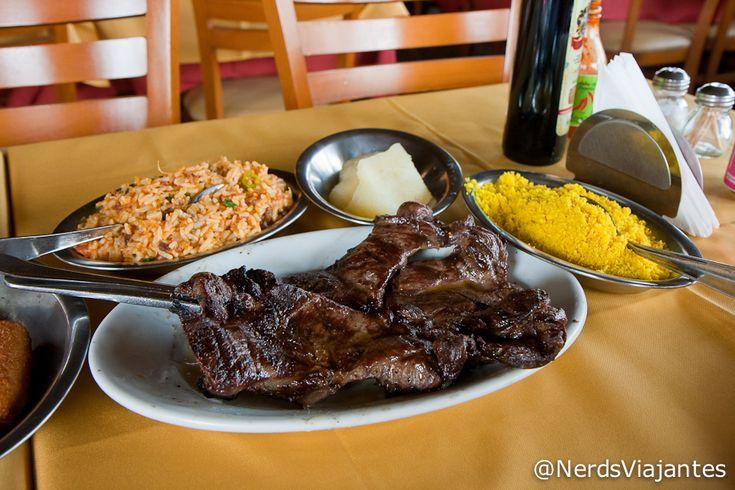 Carne de sol de carneiro, arroz de carneiro, mandioca cozida, farofa e banana à milanesa. Restaurante Cabana do Sol - São Luís - Maranhão