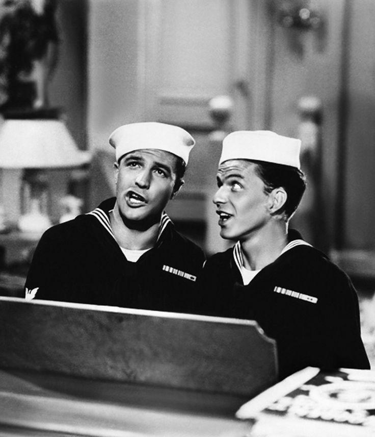 """Gene Kelly y Frank Sinatra en """"Levando Anclas"""" (Anchors Aweigh), 1945 (Fuente: fuckyeahthevoice, vía updownsmilefrown)"""