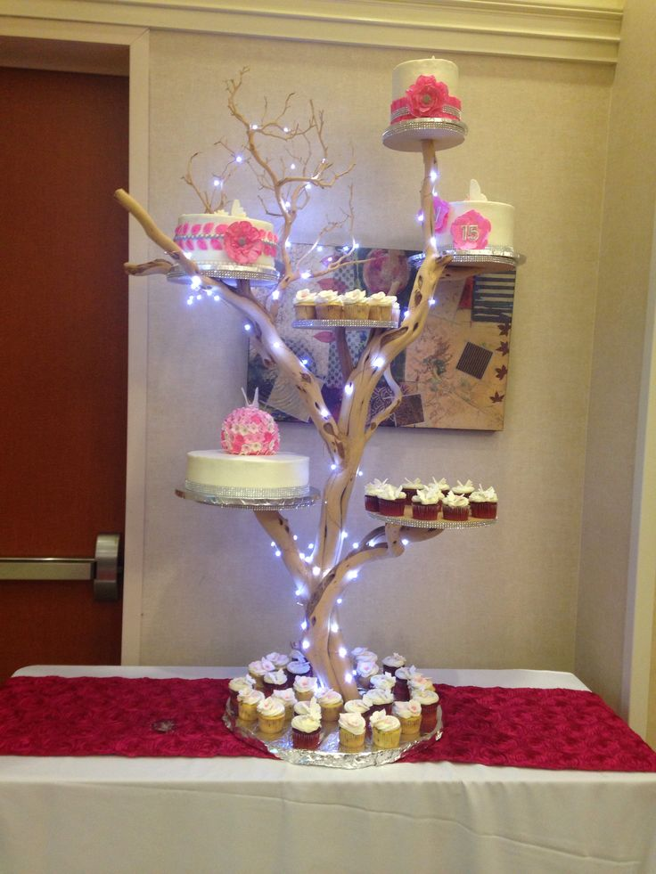 Cupcake Decorating Ideas For Sweet 16 : Pasteles para quinceanera en base de arbol. Quinceanera ...