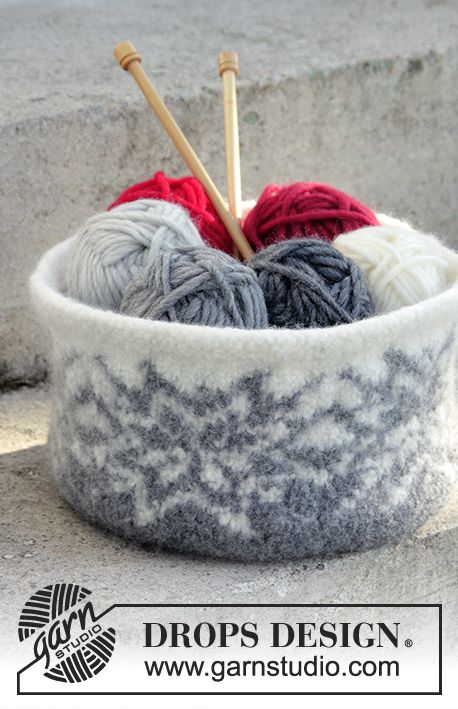 Holiday Project - Knitted and felted basket for Christmas with color pattern in DROPS Eskimo. Free pattern by DROPS Design