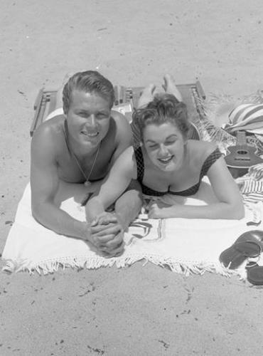 JOHN SMITH FROM LARAMIE at beach with LUANNA PATTEN 8X10 PHOTO img424