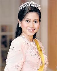 Modern Pearl and Diamond Tiara worn by Princess Ameerah Wardatul Bolkiah of Brunei