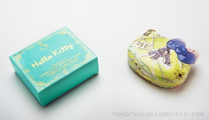Estuche de maquillaje de Hello Kitty. Lee la reseña en http://www.boticapop.com/2012/02/tres-paletas-para-enloquecer.html