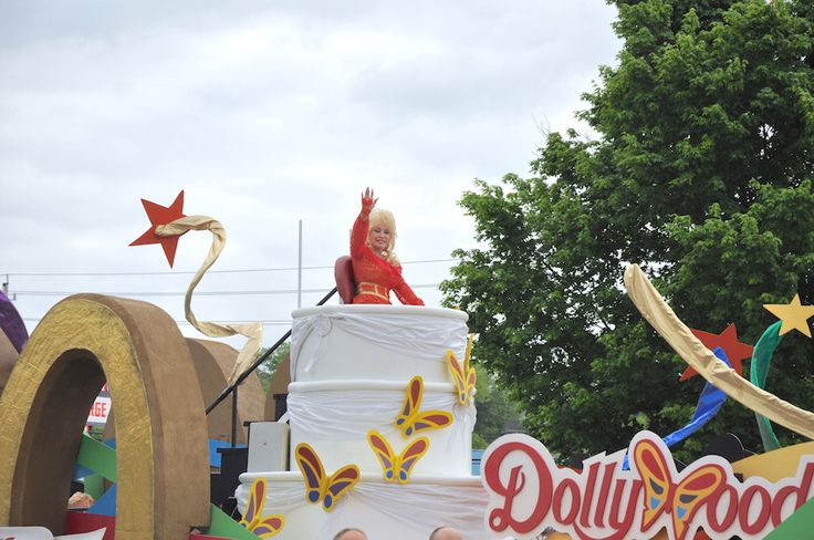 Dolly Parton Returning Home For Annual Dolly Parade in Pigeon Forge