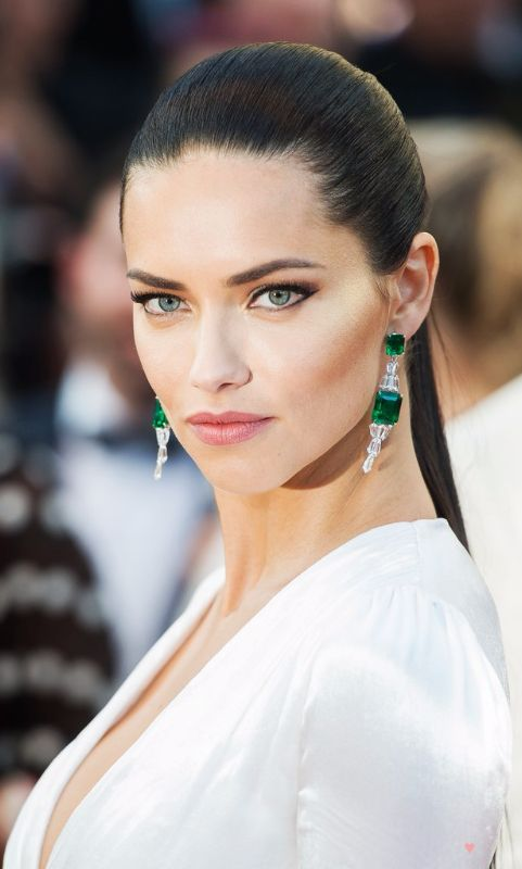 Adriana Lima ♥ Colors next to eyes So eyes pop out! Nayyyyyce!