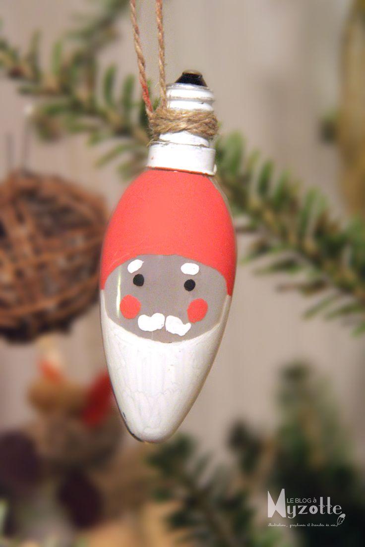 """""""Ampère Noël"""" - Père-noël réalisé avec une ampoule flamme et des feutres POSCA."""