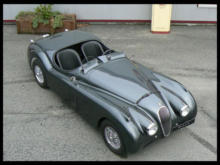 Jaguar xk120 coupe - White scarf and goggles compulsory.