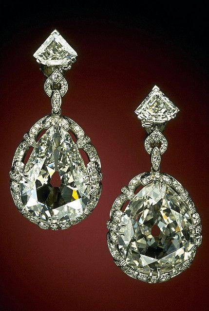 DIAMOND TEAR DROP EARRINGS | Smithsonian National Museum of Natural History.  Pear shaped earrings, 20.34 carats, belonged to Marie Antoinette. | {ʝυℓιє'ѕ đιåмσиđѕ&ρєåɾℓѕ}