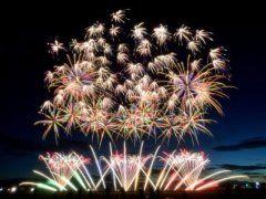 全国からトップクラスの花火師が集まる第27回赤川花火大会が山形県鶴岡市で行われます 赤川河畔のマス席から見上げる花火は今にもこちらに迫ってくるくらいの大迫力 最大打ち上げ幅700mのワイドな花火が打ち上げられるので見ごたえが十分です ぜひ大迫力の花火を見に鶴岡市に遊びに来てくださいね  #山形 #鶴岡市 #花火大会 #イベント tags[山形県]