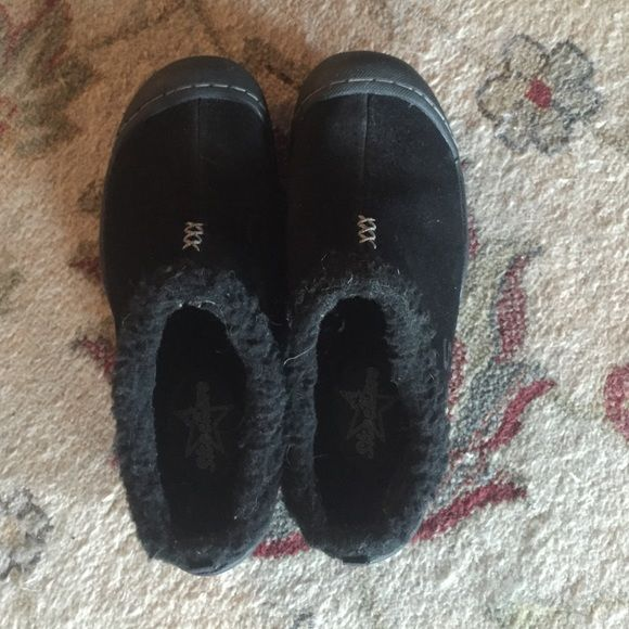 Skechers slip on mules/clogs Cozy Black leather textile upper, faux fur- lined slip on mules/clogs, size 6 but can easily fit 6.5, maybe 7. Worn once Skechers Shoes Mules & Clogs