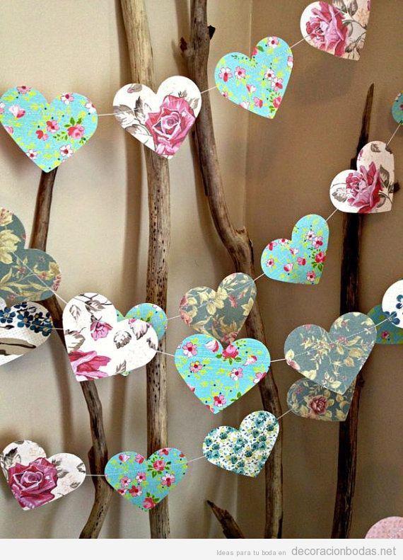Guirnalda de corazones de papel estampado, decoración DIY y barata para bodas.