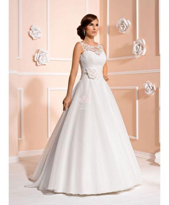 Vestito da Sposa in Organza e Pizzo con cintura di raso e gonna ampia svasata