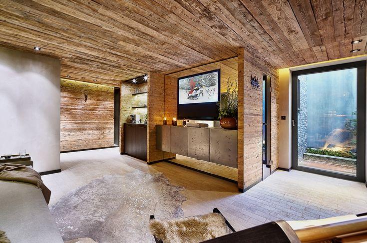 Kitzbühel Penthouse Alpine Spirit: modernes Wohnzimmer in Holz
