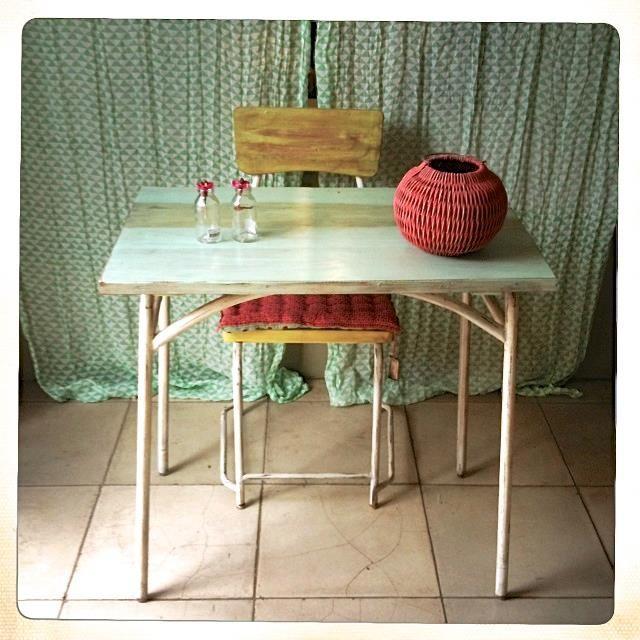 mobilier rouge celadon rouge celadon pinterest rouge. Black Bedroom Furniture Sets. Home Design Ideas