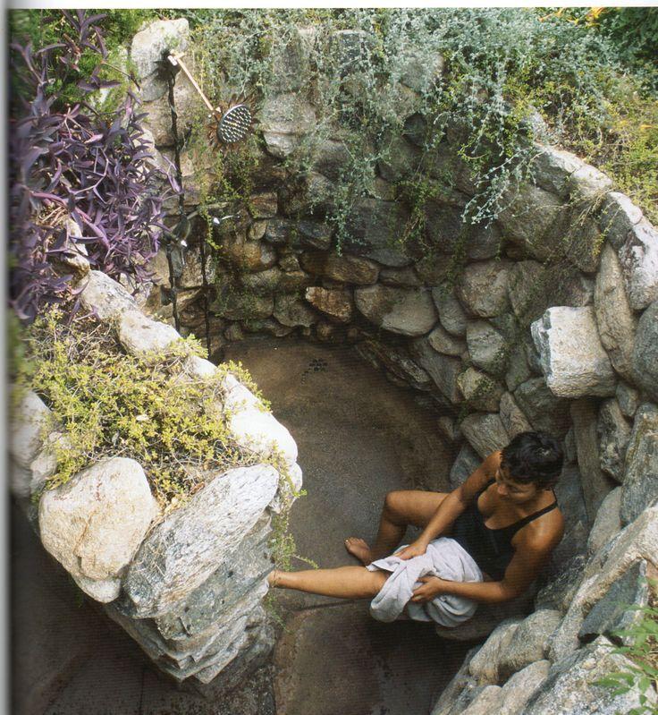 Una doccia da sogno in giardino per rinfrescarsi d…