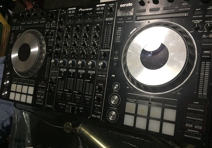 Pioneer DDJ-SZ Digital DJ Controller Excellent for parties and chopping/screwing