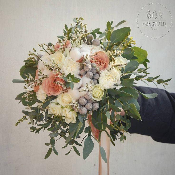 Bukiet ślubny Izy 💜⛪ #wedding  #wesele #slub #bouquet #bukiet #dekoracje #winter #zima #capuccino #beige #ecru #white #cotton #rose…