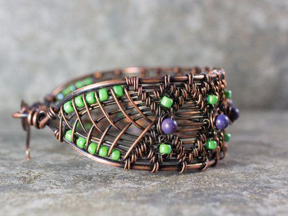 Pulsera de alambre de cobre hecho a mano por whitecloverstudios