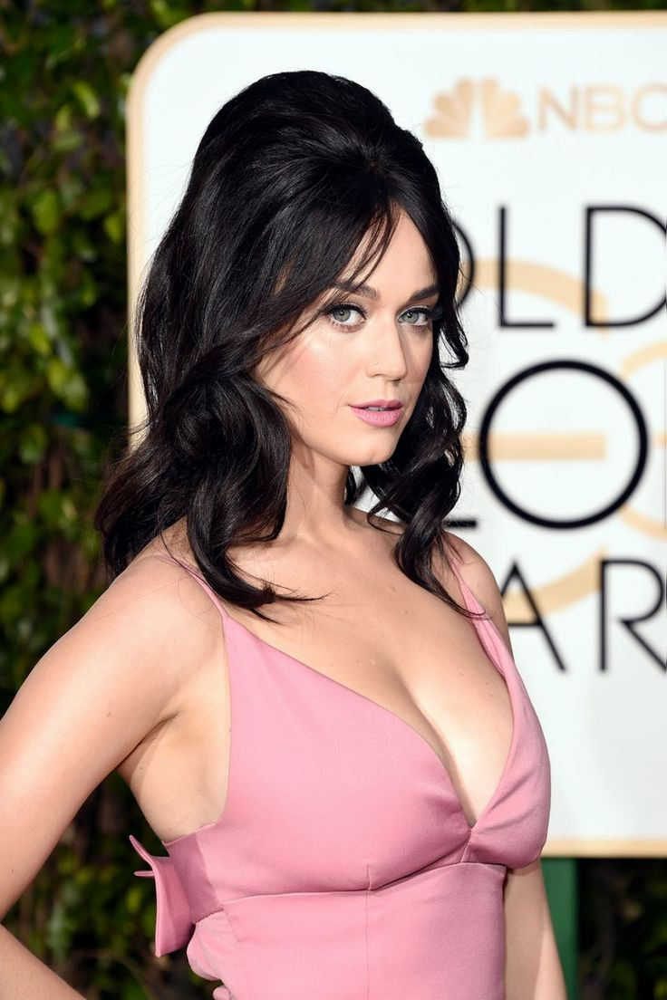 Katy Perry Wears a Bumpit to Golden Globes