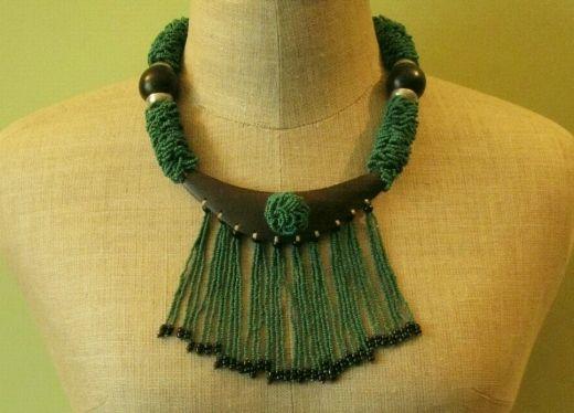 http://www.etnobazar.pl/shop/Moringa-art/products/niepowtarzalny-naszyjnik-etniczny-z-zielonych-koralikow