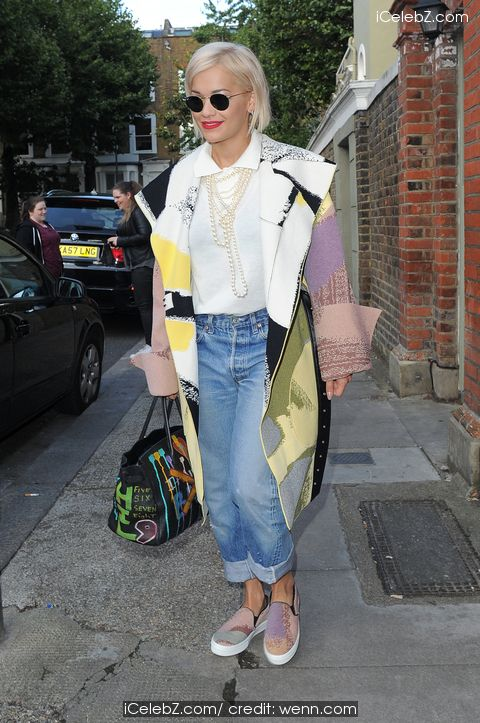 Rita Ora Leaving The Grove Music Studios http://icelebz.com/events/rita_ora_leaving_the_grove_music_studios/photo1.html
