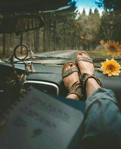 Imagem de book, car, and feet