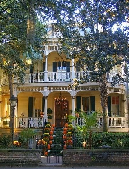 Savannah, GA. I would to own  a home like this. And in a city such as savannah.  So much history!
