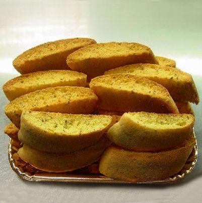 La ricetta dei biscotti all'anice (anicini), biscotti tipici della pasticceria siciliana preparati con farina 00, uova, zucchero, ammoniaca, vanillina e semi di anice