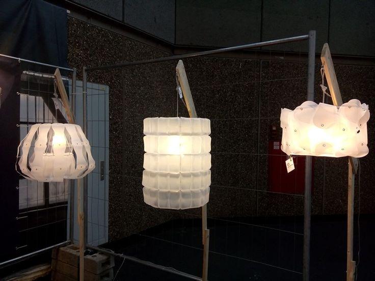 Upcycledzine: lampen van oude plastic melkflessen