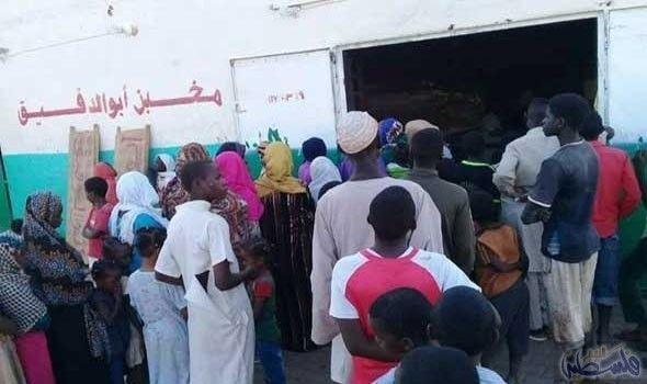 استمرار مشكلة الخبر في السودان بزيادة طوابير المواطنين أمام المخابز تواصلت أزمة الخبز في السودان بزيادة طوابير المواطنين أمام المخابز خروج نهائي مرحلخ Labels