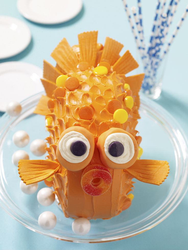 A GORGEOUS GOLDFISH CAKE!!!