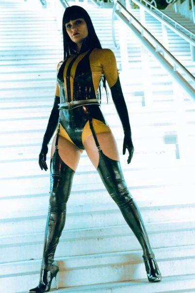 watchmen-sexy-girl-actress-fake-onepiece
