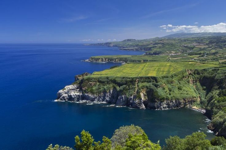 Azores, Portugal Insider Travel Tips: 10 Things You Need to Know - via Skyscanner 15-08-2017   The Azores aren't the most remote islands in the world (they're a two-hour flight away from Europe and four hours from North America's east coast) but it's a destination that raises lots of questions. With these Azores insider travels we want to cover everything you thought of and didn't think of asking to plan your trip.