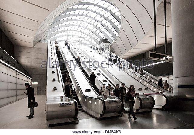 canary-wharf-tube-station-london-dmb3k3.jpg (640×447)