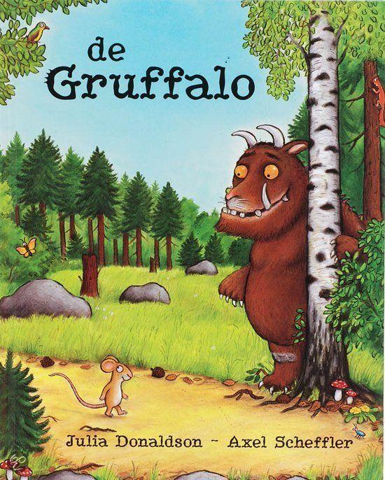 Julia Donaldson - De Gruffalo || Lemniscaat 1998, 26 pagina's || Een gruffalo? Wat is dat voor een beest? Vos, Uil en Slang hebben nog nooit van hem gehoord. Alleen Muis weet precies hoe hij eruitziet. Maar dat hij er echt eentje zou tegenkomen dat had Muis toch niet verwacht || http://www.bol.com/nl/p/de-gruffalo/666835376/