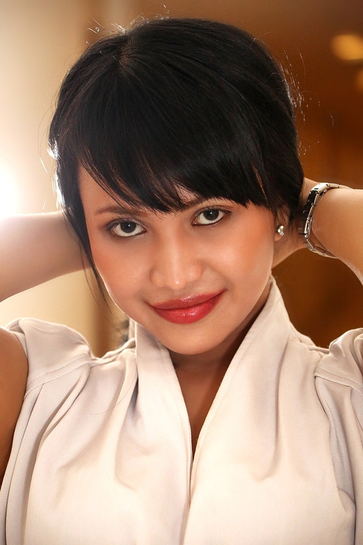 http://indonesiatopmodel.wordpress.com/2012/11/20/eka-trisma/