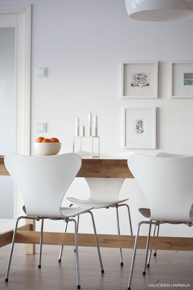 White dining room (I love Jacobsen chairs).