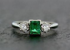 Art Deco Emerald Ring – Antique Emerald Diamond 18ct White Gold and Platinum Ring