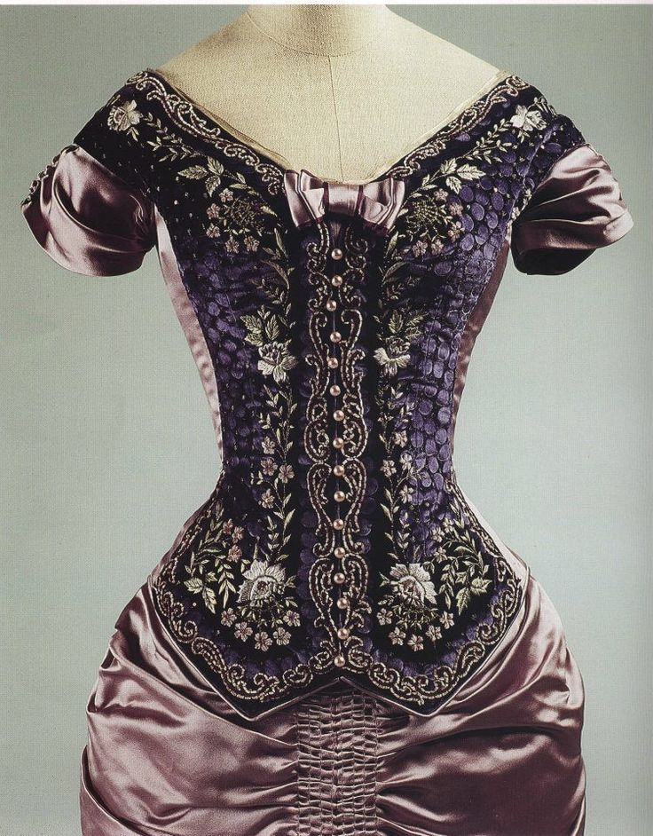 May's 1880-style dress from The Age of Innocence (movie). Designed by Gabriella Pescucci.