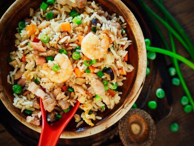 Chiński smażony ryż z krewetkami