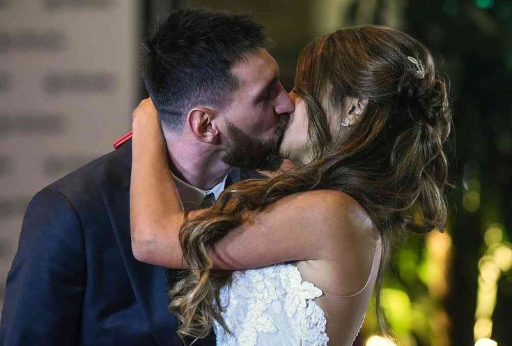 El romántico vestido de novia de Antonela Roccuzzo, esposa de Lionel Messi | Tu Imagen Habla