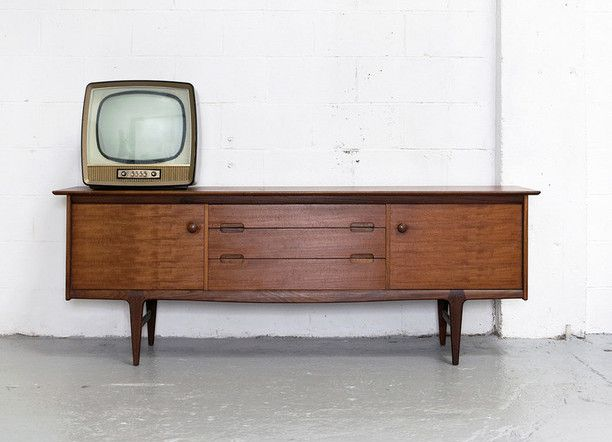 5 Tips to Remember on Your Vintage Furniture Shopping Trip