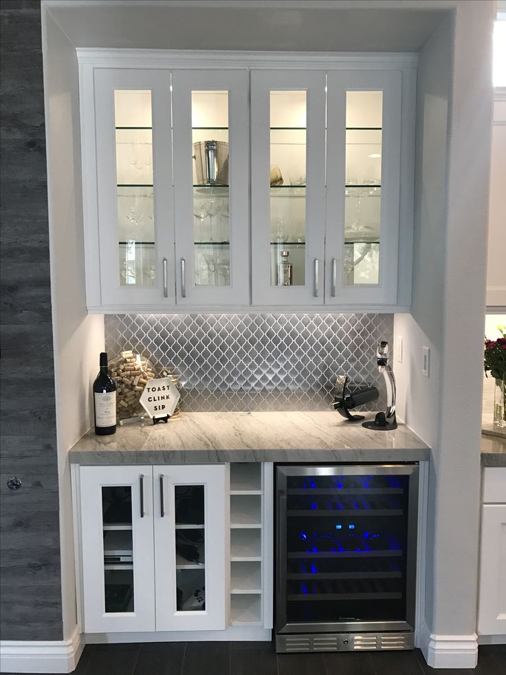 Stainless steel backsplash for bar