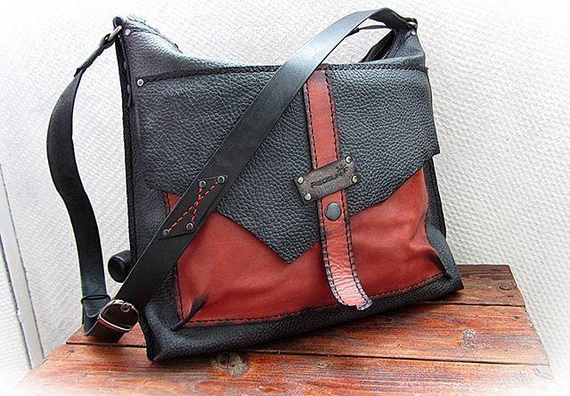 #ручнаяработа #сшитавручную☝ #хиппи #хиппистайл #сумкаизкожи #сумкаручнойработы #уличныйстиль #авторскаяработа #handmadeleatherbag #handmade #leatherbag #hippi #redsun_handmade #leather #bag