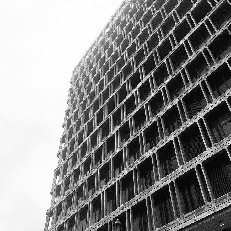 池袋東武百貨店ってこんなにカッコ良かったんだ  #domiビルヂング #ビル #ブルータリズム #池袋 #東武百貨店 #池袋東武 #百貨店 #brutalism #building #brutal_architecture by domitomi555