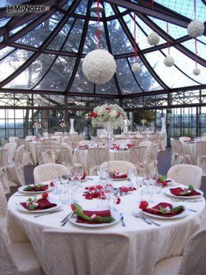 http://www.lemienozze.it/gallerie/foto-fiori-e-allestimenti-matrimonio/img21938.html  Fiori per il matrimonio racchiusi in sfere per l'allestimento dei tavoli del ricevimento